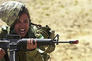 Israeli Women Soldiers Taught The Art Of Camouflage