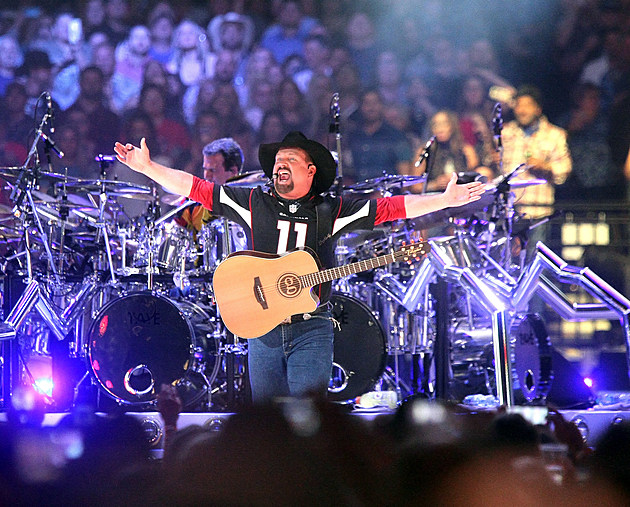 Garth Brooks In Concert - Glendale, Arizona